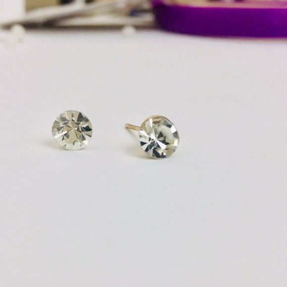 Independent Jewelry - Simple Faux Chrystal Stud Earrings.